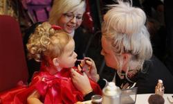 Bé 19 tháng tuổi tham gia các cuộc thi sắc đẹp ở Anh