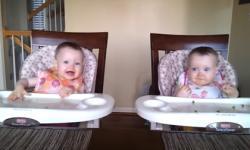 2 bé sinh đôi 'phiêu' theo tiếng nhạc guitar