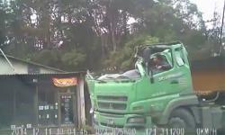 Cái kết khó đoán của chiếc xe tải sau khi mất lái