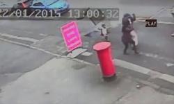 Em bé may mắn thoát nạn trong vụ nổ hố ga