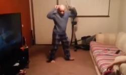 Cụ ông 'hồi teen' nhảy nhạc dance cực chất