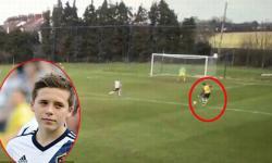 Cậu cả nhà Beckham khoe kỹ năng chơi bóng không kém cha