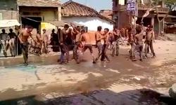 Thót tim cảnh xe điên tông thẳng vào đám đông đang nhảy múa