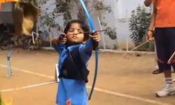 Thần đồng 2 tuổi lập siêu kỷ lục bắn cung