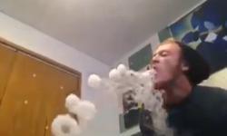 Biệt tài nhả khói thuốc có 1-0-2