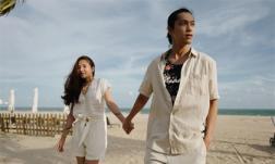 Nắm tay bạn trai dạo biển, Lý Phương Châu nhận được 'cơn mưa' lời khen