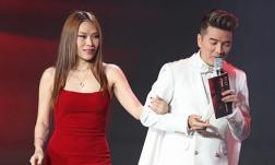 Đàm Vĩnh Hưng 'bỏ rơi' Hoa hậu Việt Nam để về bên Mỹ Tâm, dân mạng reo mừng: 'Vợ chồng người ta dắt nhau trao giải'