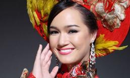 Ngắm áo dài truyền thống của Thúy Vy tại HHTG 2011