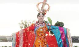 Quý bà quốc tế diện trang phục dân tộc