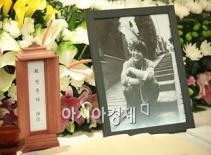 Ra mắt hồi ký của ngôi sao quá cố Park Yong Ha