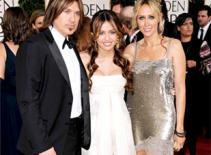 Cha mẹ Miley Cyrus rút lại đơn ly dị vì con