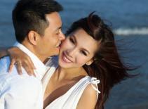 Khánh Ngọc khoe ảnh cưới trên biển