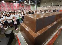 Thanh chocolate nặng 5 tấn
