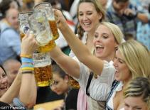 Rộn ràng hội bia Oktoberfest ở Đức