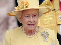 Nữ hoàng Anh một tay lo trọn đám cưới Hoàng gia