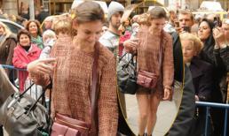 Katie Holmes đầu bù tóc rối, ăn mặc như