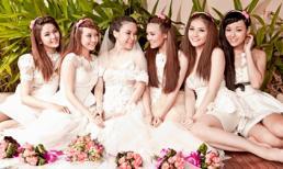 Thu Ngọc chụp hình cưới cùng học trò