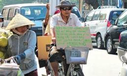 Đạp xe, treo biển tìm việc giữa Sài Gòn