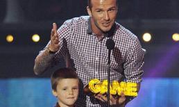 Beckham đưa cả con trai lên bục nhận giải thưởng