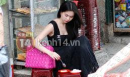 Ngọc Trinh diện váy dài... ngồi trà đá vỉa hè ở Hà Nội