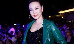 Dương Yến Ngọc đẹp gợi cảm với váy sequin lấp lánh