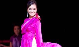 Á hậu Victoria Thúy Vy tái xuất rực rỡ tại show NTK Đức Hùng ở Mỹ