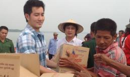 Phi Hùng 'vừa mừng vừa tủi' đi từ thiện ở Thạnh An