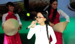 Phương Mỹ Chi tự tin trình diễn trên sân khấu Siêu mẫu