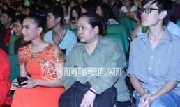 Trương Thị May dắt theo mẹ và em trai tham dự sự kiện