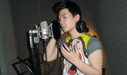 Nathan Lee say sưa thu ca khúc nhạc Hàn