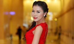Á khôi Kim Yến khoe đường cong chữ S với váy đỏ rực