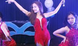 Yến Trang diện váy nổi bật ở Hà Nội