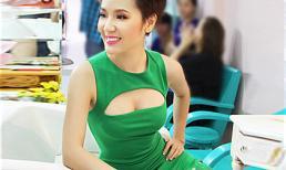 """Phương Linh tóc tém cá tính, diện váy khoe vòng 1 """"lấp ló"""""""