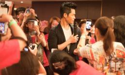 Trịnh Gia Dĩnh bị vây kín mít trong tiệc sinh nhật