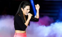 Giọng hát Việt: Hà My chân trần, biểu diễn đầy