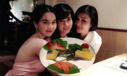 Ngọc Trinh cùng chị ruột xinh đẹp đi ăn sushi