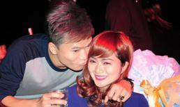Khang Việt ôm hôn 'người yêu tin đồn' trong tiệc sinh nhật