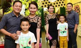Gia đình Kim Hiền lần đầu tái xuất rạng rỡ sau đám cưới