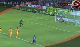 Ronaldinho sút hỏng penalty ngày ra mắt CLB mới