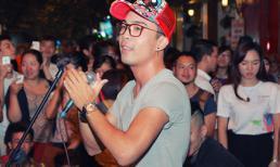 Lê Vũ Bình - 'Sao Mai điểm hẹn' hát giữa đường phố Hà Nội