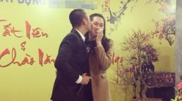 Ngọc Thạch được chồng đại gia hôn giữa tiệc tất niên