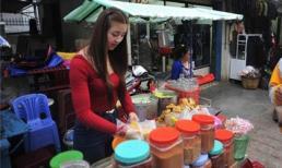 Ngày bận rộn của hot girl bánh tráng trộn Đà Lạt