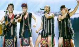 Thí sinh X Factor bị chỉ trích vì dùng khăn trùm đầu làm khố