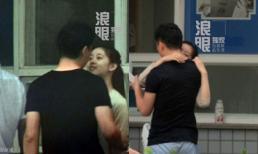 'Hotgirl trà sữa' Trung Quốc tình tứ với người yêu đại gia trên phố
