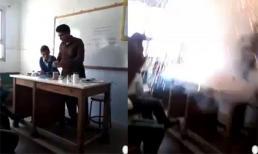 Giáo viên dạy hóa 'bốc khói' trên bục giảng