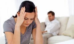 'Từ nhà mẹ đẻ về, chồng bắt tôi cởi hết quần áo để kiểm tra'