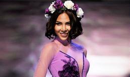 Minh Triệu đầu đội hoa diện áo dài cưới đẹp 'ngất ngây'