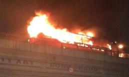 Hà Nội: Ô tô chở 43 học sinh bốc cháy dữ dội