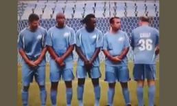 Cầu thủ đứng rào siêu nhọ