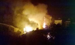 Hà Nội: Cháy lớn tại xưởng pha chế cồn